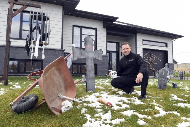 Le conseiller municipal jonquiérois Jonathan Tremblay a lancé... (Photo Le Progrès-Dimanche, Rocket Lavoie)