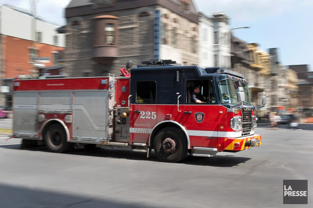 Une fuite de gaz a paralysé une partie du centre-ville dimanche matin. Un... (PHOTO ROBERT SKINNER, LA PRESSE)