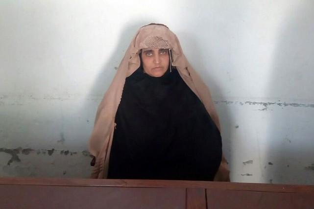 SharbatGula a été arrêtée par les autorités pakistanaises... (PHOTO REUTERS/FOURNIE PAR L'AGENCE FÉDÉRALE D'INVESTIGATION PAKISTANAISE)