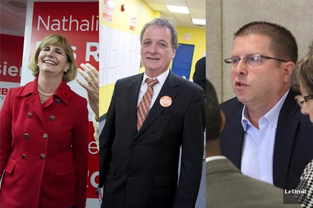 Le néodémocrate Claude Bisson (au centre) et le... (Archives, LeDroit)