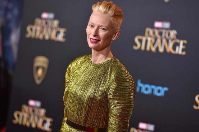 Tilda Swinton lors de la première de Doctor... (Photo Jordan Strauss, Associated Press)