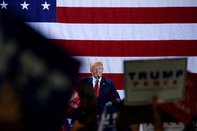 Donald Trump a participé à un grand rassemblement... (PHOTO CARLO ALLEGRI, REUTERS)