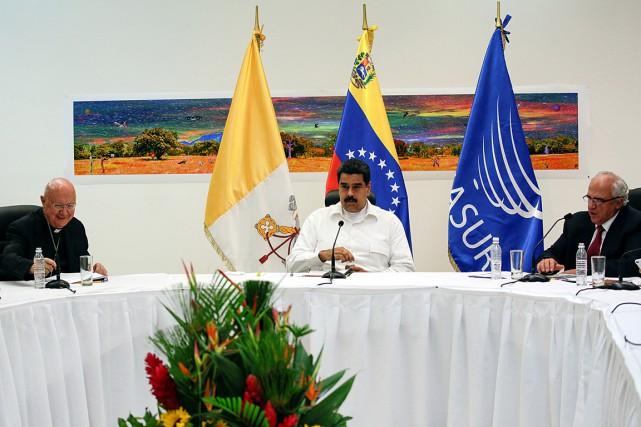 Le présidentvénézuélienNicolas Maduro (au centre)affiche un taux d'impopularité... (PHOTO MARCO BELLO, REUTERS)