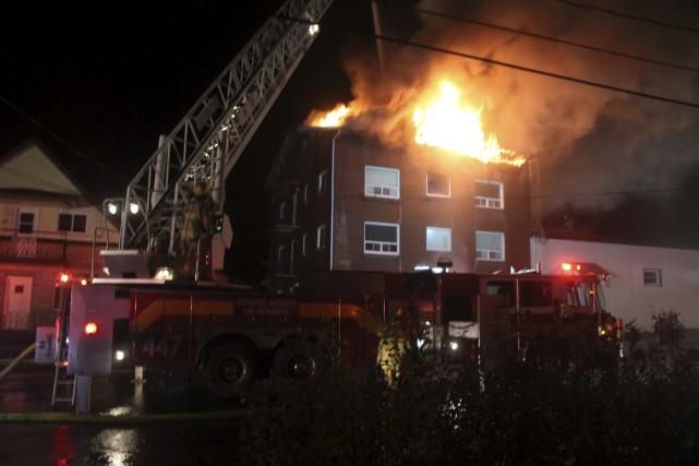 Plus d'une cinquantaine de pompiers se trouvaient sur... (Collaboration spéciale, Gilles Thibodeau)