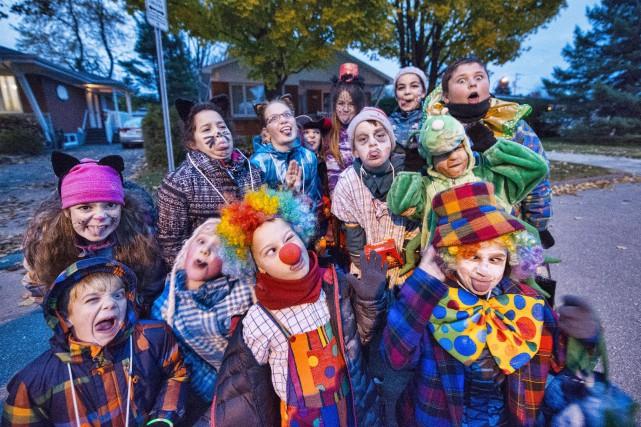 Une bande d'une douzaine d'enfants sautillaient sur la... (Spectre Média, Julien Chamberland)