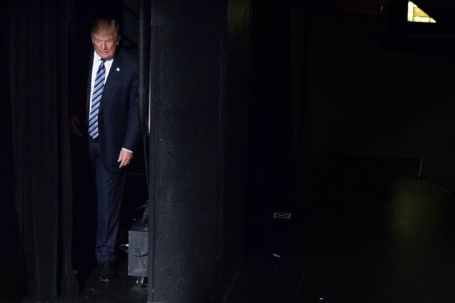 Le candidat républicain monte sur scène à Charlotte... (photo Evan Vucci, archives AP)