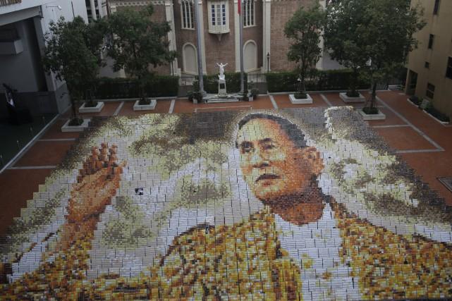 Le roi de Thaïlande Bhumibol Adulyadej, qui faisait... (AP, Sakchai Lalit)