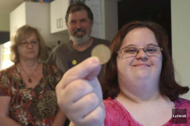 Myriam Cournoyer peut recevoir de nouveau sa récompense... (Patrick Woodbury, LeDroit)