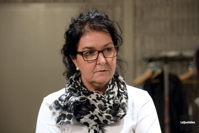 La conseillère syndicale Annie Potvin représente les employés... (Photo Le Quotidien, Jeannot Lévesque)