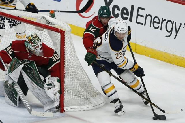 Johan Larsson a marqué en troisième période à son retour au Minnesota, Robin... (PHOTO AP)