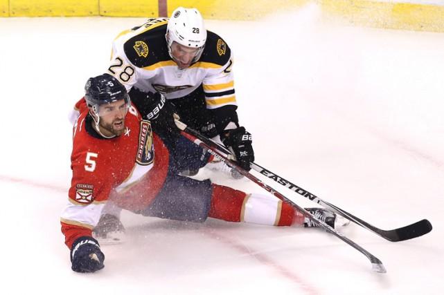 Brad Marchand et Dominic Moore ont marqué et les Bruins de Boston ont dégriffé... (PHOTO REUTERS)