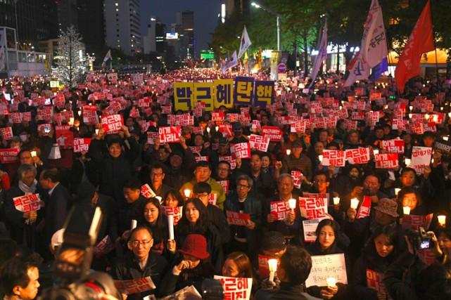 67% des Sud-Coréens souhaitent la démission de laprésidente... (PHOTO AFP)