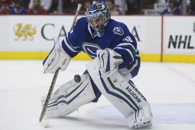 Le gardien des Canucks, Ryan Miller, revendique de... (La Presse Canadienne, Darryl Dyck)