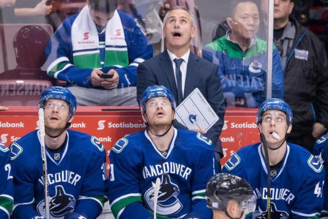 Willie Desjardins et ses hommes pourraient trouver la... (PhotoDarryl Dyck, La Presse canadienne)