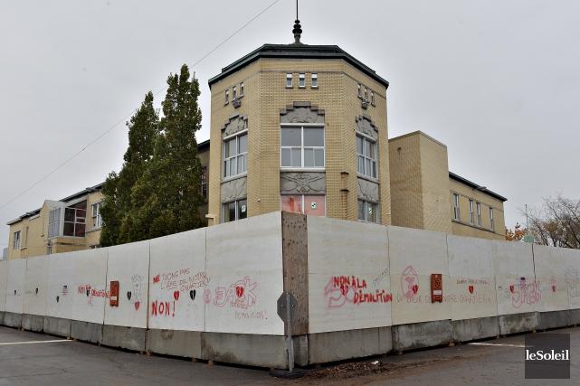Les travaux de démolition du Centre Durocher ont... (Le Soleil, Patrice Laroche)