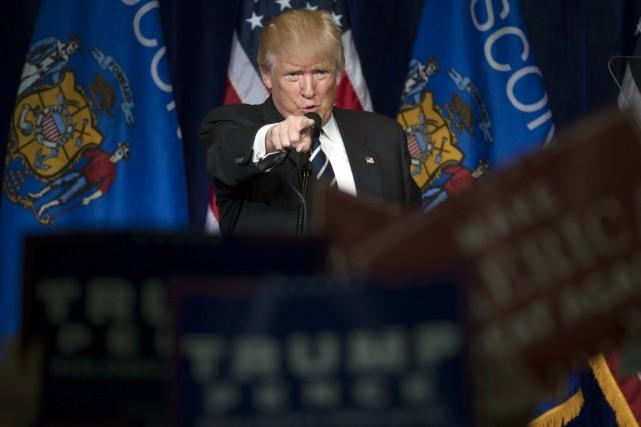 Le candidat républicain s'adresse à ses supporteurs réunis... (photo Matt Rourke, AP)
