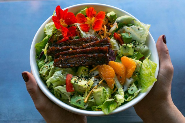 La salade Sangri-La est composée de laitue romaine... (Photo Martin Tremblay, La Presse)