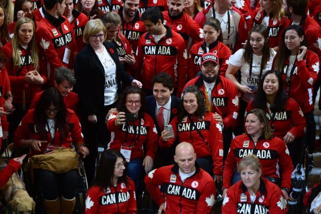 Les athlètes olympiques canadiens ont été reçus au... (PHOTO PC)
