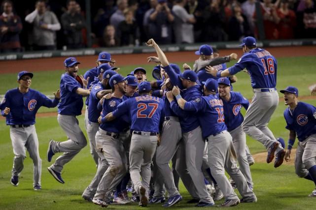 Les Cubs de Chicago sont devenus mercredi soir... (AP, Charlie Riedel)