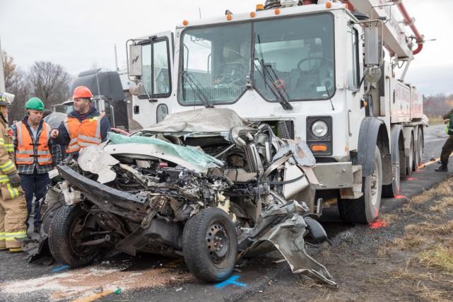 L'accident a impliqué six véhicules dont un poids... (Photo Steve Jolicoeur, collaboration spéciale)