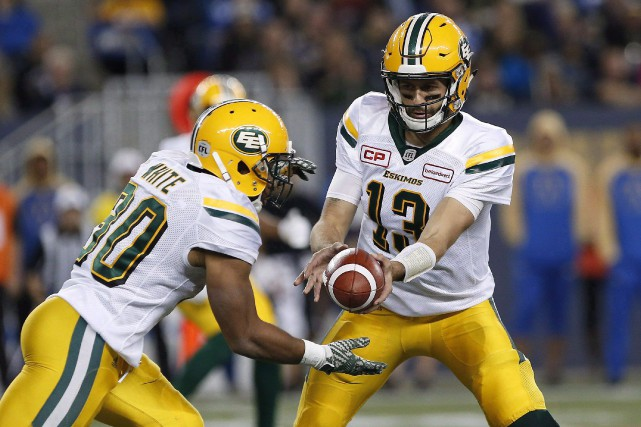 Mike Reilly (13) et John White (30)... (Photo John Woods, archives La Presse Canadienne)