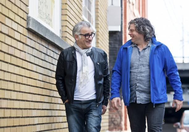 Les comédiens Stéphan Côté et Sylvain Massé font... (Spectre Média, Jessica Garneau)