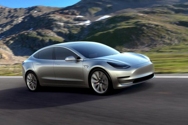 La production de la Tesla Modèle 3 ne débutera... (Photo Reuters)