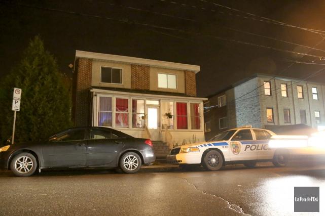 Les policiers ont frappé, rue du Centre, lors... (Julie Catudal, La Voix de l'Est)