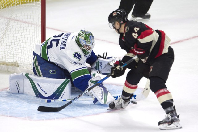 Jacob Markstrom et Jean-Gabriel Pageau... (Photo Adrian Wyld, PC)