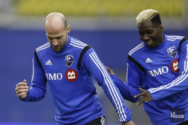 Laurent Ciman et Ambroise Oyongo... (Photo Olivier Jean, archives La Presse)