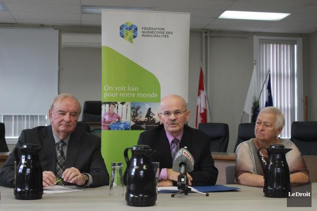 Robert Goulet, maire de L'Ange-Gardien, Richard Lehoux, président... (Martin Brunette, LeDroit)