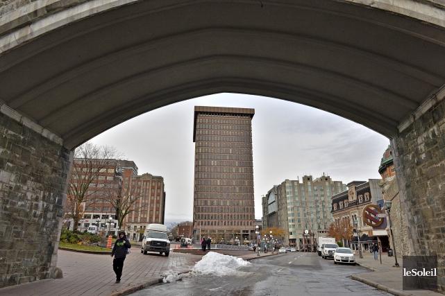 Le 800, place D'Youville compte parmi les immeubles... (Le Soleil, Patrice Laroche)