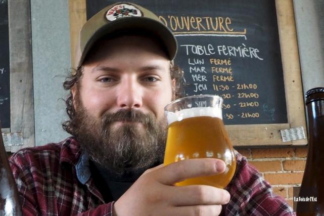 Un brasseur maison ne peut consommer sa bière... (Archives, La Voix de l'Est)
