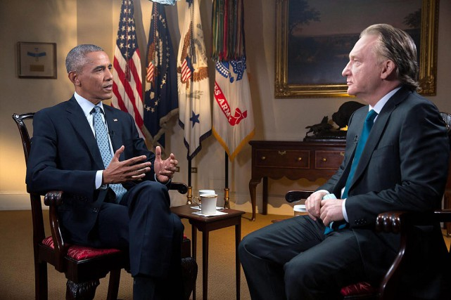 Bill Maher en conversation avec Barack Obama à... (Photo Amanda Lucidon, AP/Fournie par HBO)