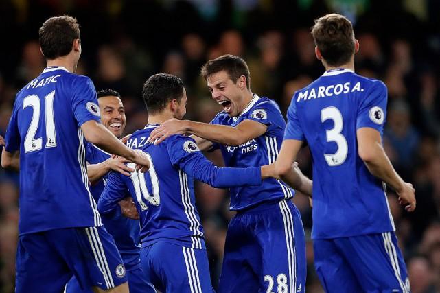 Eden Hazard (10) a inscrit un doublé pour... (Photo Kirsty Wigglesworth, AP)
