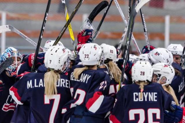 Brianna Decker a marqué un but et ajouté deux aides pour mener les États-Unis à... (PHOTO USA HOCKEY)