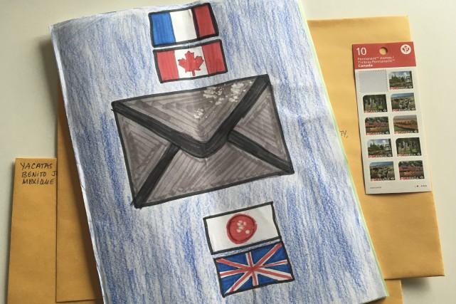 Le cahier voyageur de Charles-Olivier a commencé son... (Photo Le Progrès-Dimanche, Mélissa Viau)