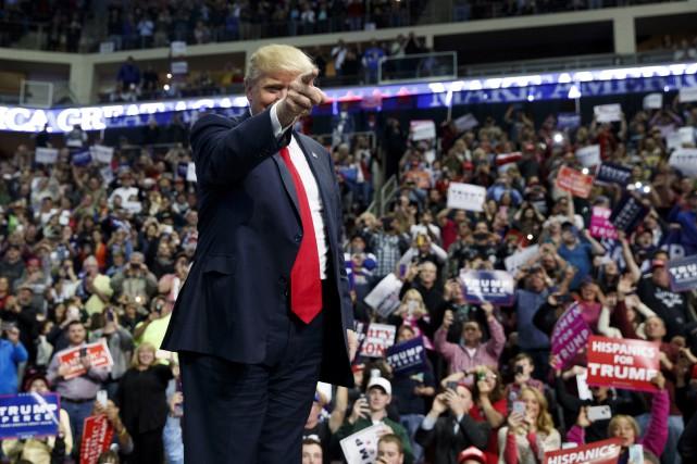 Selon de récents sondages, les partisans du candidat... (AP)
