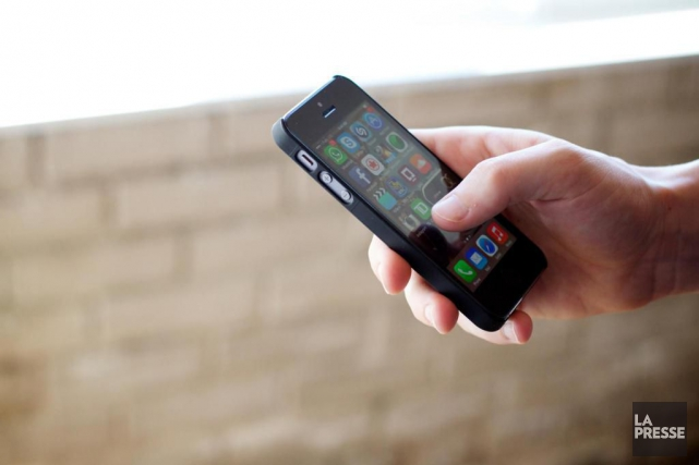 Les téléphones ne font plus seulement partie des cadeaux populaires au pied du... (PHOTO SARAH MONGEAU-BIRKETT, ARCHIVES LA PRESSE)