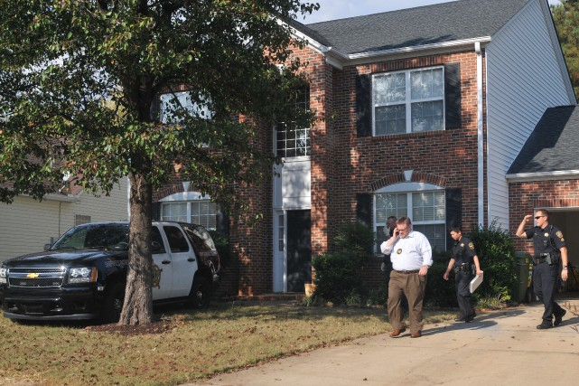 Les policers ont fouillé la maison de Todd Christopher... (Photo John Byrum, The Spartanburg Herald-Journal via AP)