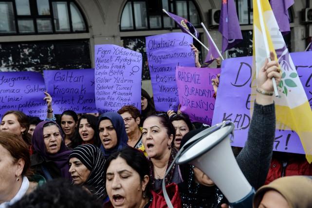 Une manifestation en appui auParti démocratique des peuples... (PHOTO YASIN AKGUL, AGENCE FRANCE-PRESSE)