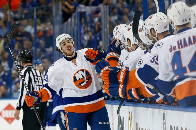 Travis Hamonic (3) s'est blessé samedi en bloquant un... (Photo Kim Klement, USA Today)