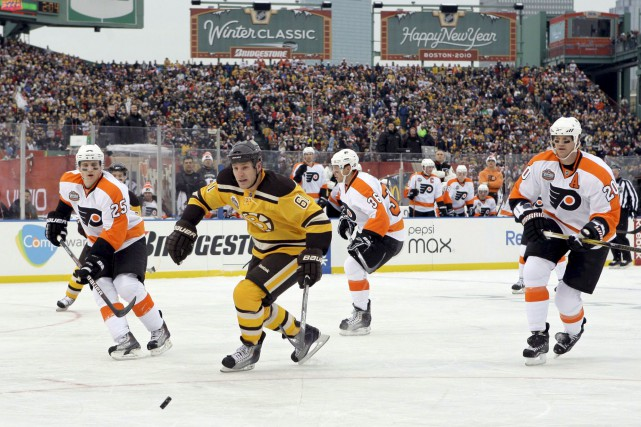 Les Bruins de Boston avaient remporté le duel... (Elise Amendola, Associated Press)