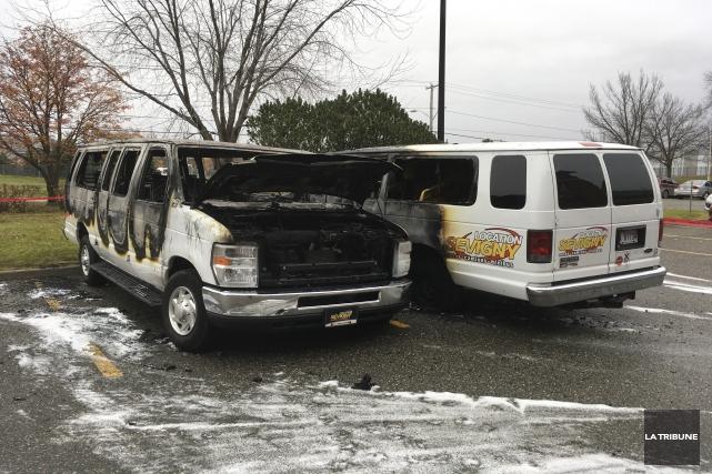 Trois adolescents ont mis le feu à deux... (La Tribune, Charles Beaudoin)