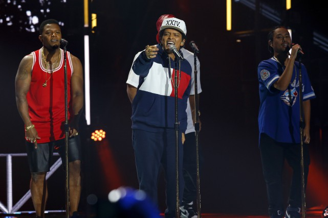Bruno Mars en spectacle lors des MTV European... (AP, Peter Dejong)
