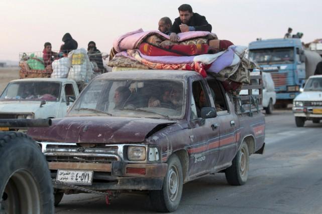 Des familles irakiennes fuient Mossoul.... (AFP)
