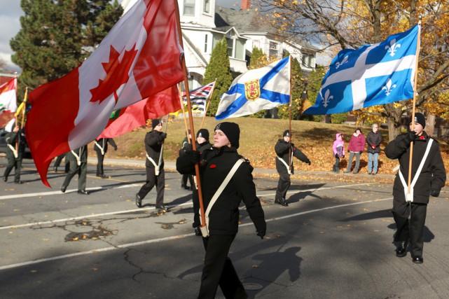 Le cortège d'une centaine de cadets et de... (Catherine Trudeau)