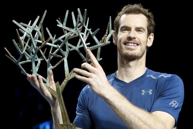 L'Écossais Andy Murray rayonnait après sa victoire au... (AP, Michel Euler)
