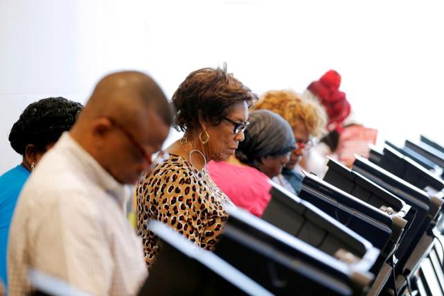 Les Afro-Américains et les Hispaniques ont voté en... (photo Chris Keane, archives REUTERS)
