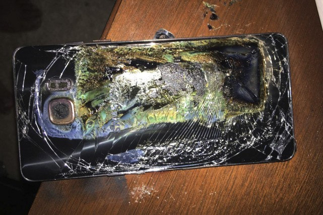 Des appareils Galaxy Note 7 ont pris feu... (PHOTO ARCHIVES ASSOCIATED PRESS)